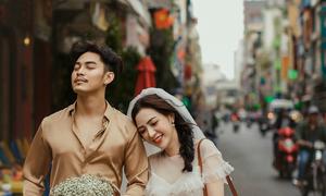 Ảnh cưới với những gam màu như được chụp tại đường phố Hong Kong