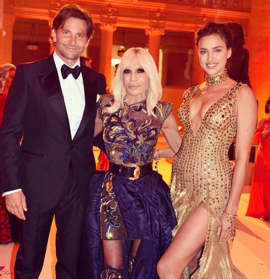 Cặp sao chụp ảnh cùng Tổng biên tập tạp chí Vogue - nhà tổ chức của sự kiện thời trang thường niên Met Gala.