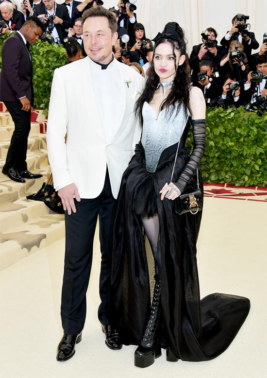 Elon Musk tới dự lễ hội thời trang cùng bạn gái mới, Grimes.