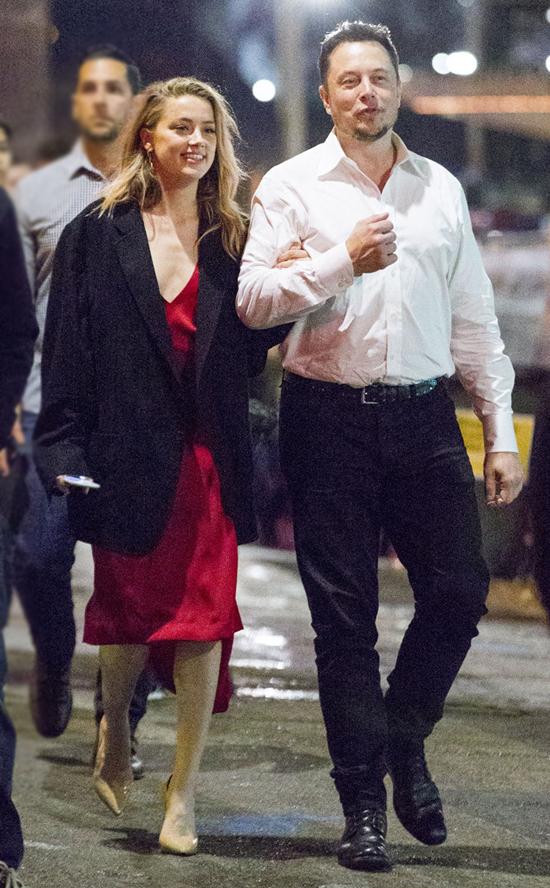 Elon và bạn gái cũ, Amber Heard.