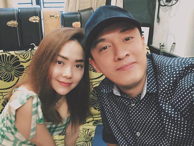 Trong khi đó, Lam Trường lại đang tất bật với công việc thu âm khi cộng tác cùng Minh Hằng. Anh cho biết đã nhiều năm mới gặp lại nàng Minh Minh của Ngôi nhà hạnh phúc.