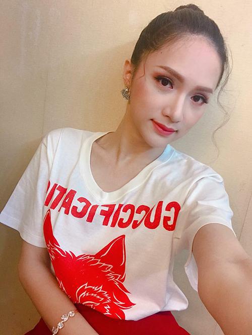 Sau khi đăng quang, Hương Giang Idol vẫn tất bật với lịch quay quảng cáo, quay show ở cả Thái Lan và Việt Nam.