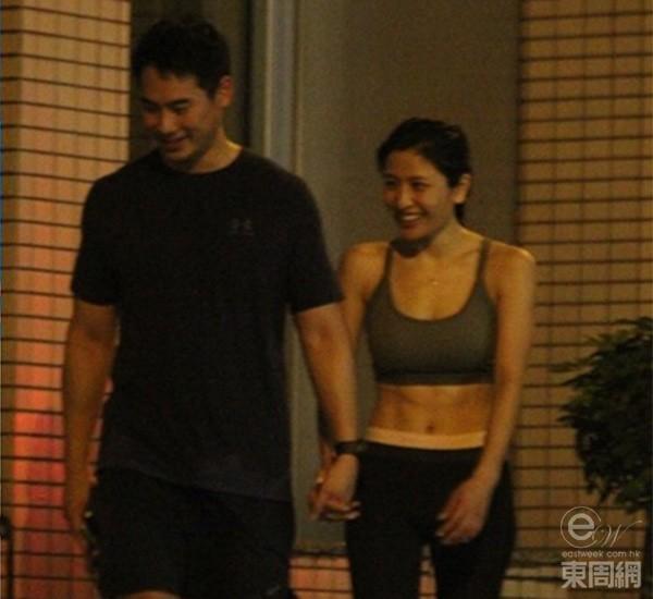 Thiên Dư và bạn trai hạnh phúc bên nhau.