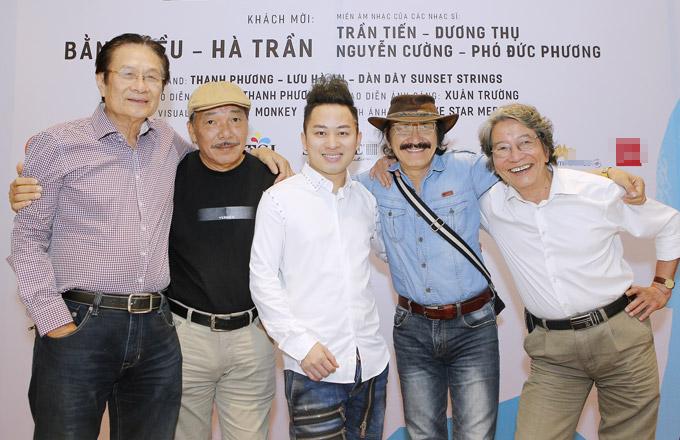 Tùng Dương bênbốn nhạc sĩ Dương Thụ, Trần Tiến, Nguyễn Cường và Phó Đức Phương.