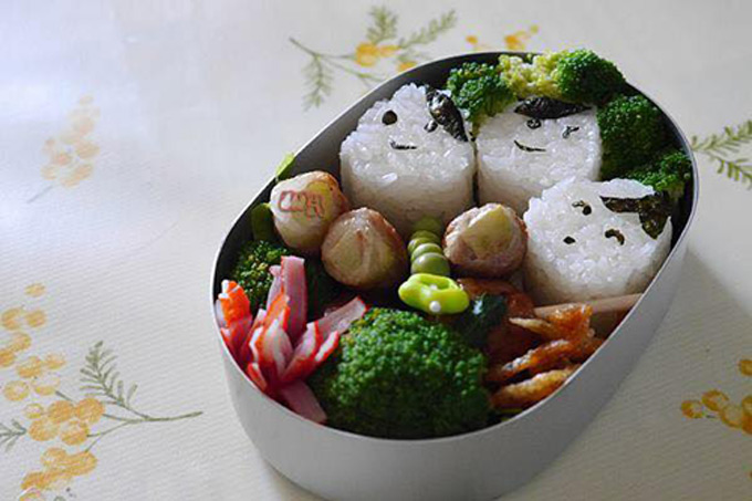 Chị An bắt đầu làm việc này từ 10 năm trước, khi bé Hoikun vào học mẫu giáo và đến nay là bé út. Trường học của lũ trẻ không có chế độ ăn trưa hay căn tin, bữa trưa lại là bữa ăn quan trọng nên chị An đã tự nấu ăn cho các con.