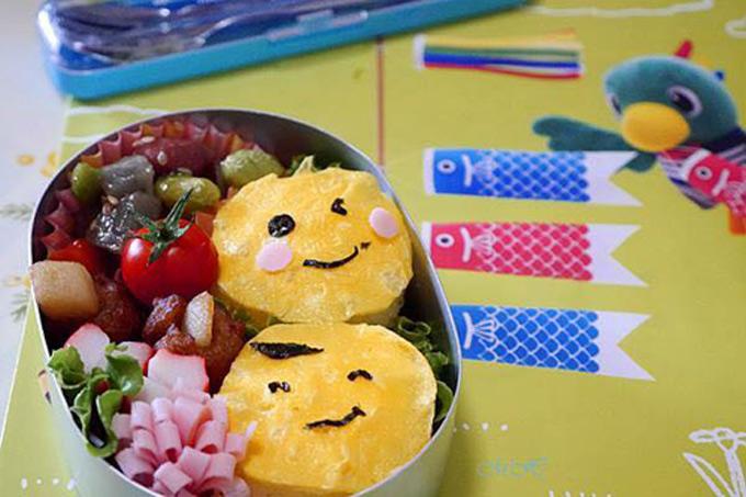Bento là có nghĩa là hộp cơm nhỏ, tiện lợi cho việc mang theo để ăn trưa tại trường học, công sở hay khi đi ra ngoài cả ngày. Khác với các hộp cơm Bento truyền thống, những hộp cơm chị An làm hàng ngày có thực đơn linh hoạt theo sở thích ăn uống mà vẫn đảm bảo chế độ dinh dưỡng.