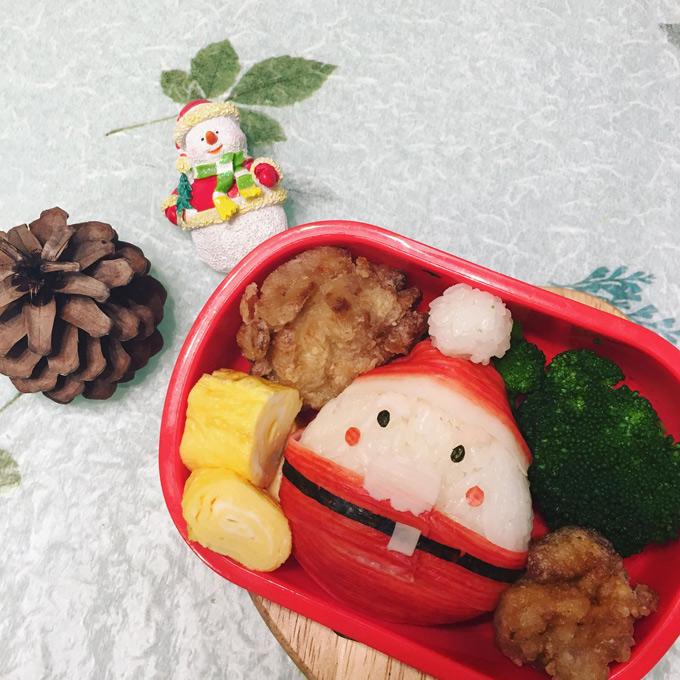 Đặc trưng của hộp cơm Bento này là ăn nguội. Vì vậy, chị An luôn chú ý hạn chế các món nước, súp. Nếu có thì sẽ để riêng trong bình giữ nhiệt. Các món ăn cần được chuẩn bị phong phú và trình bày bắt mắt để cơm dù nguội cũng vẫn hấp dẫn người ăn. Chi phí cho mỗi hộp cơm đủ dinh dưỡng thường khoảng 400-600 yên Nhật.