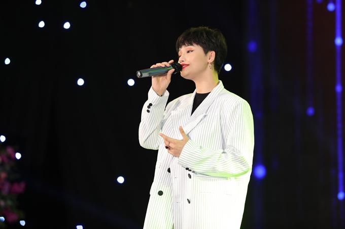 Miu Lê biểu diễn những ca khúc quen thuộc
