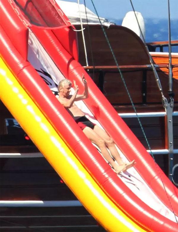 HLV Wenger: Tôi trông khá tệ khi đi biển - 1