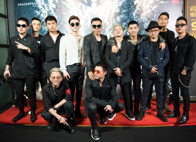 [Caption]ption]Chiều ngày 8/5, SpaceSpeakers chính thức ra mắt MV Everyday. Sản phẩm âm nhạc này đánh dấu sự trở lại của nhóm sau thời gian dài vắng bóng. Đây cũng là lần đầu tiên tất cả các thành viên của SpaceSpeaker như Touliver, Rhymastic, Soobin Hoàng Sơn, JustaTee, Cường Seven, TripleD, Mr.A, Kimmese, Tín Lê (thành viên mới)... có dịp hội ngộ nhau trong một dự án âm nhạc chung sau thời gian tập trung phát triển sự nghiệp solo. Everyday là ca khúc thuộc thể loại nhạc điện tử do Rhymastic sáng tác dành riêng cho nhóm. Nội dung bài hát viết về những biến cô mà các cô gái trẻ phải đối diện và vượt qua. Ca khúc được Rhymastic bắt tay thực hiện từ năm 2014, chính những sự kiến, biến cố trong cuộc sống trở thành nguồn cảm hứng để nam ca sĩ hoàn thành phần nhạc và lời cho sản phẩm này. Đến năm 2018, các thành viên trong nhóm mới có dịp ngồi lại cùng nhau để hoàn thành một bản phối hoàn chỉnh. Justa Tee là người thu thêm đoạn vocal cuối cho Everyday.