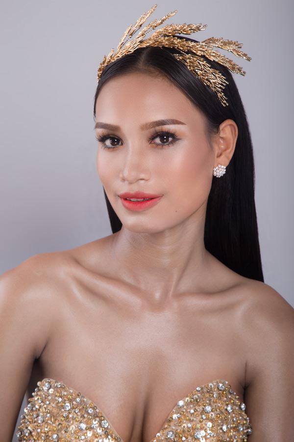 Màu son đỏ giúp đôi môi trông quyến rũ, nổi bật. Ngoài dự tiệc, đây cũng là những màu son phù hợp để trang điểm trong ngày cưới nếu cô dâu sở hữu làn da nâu như HĂng Niê.