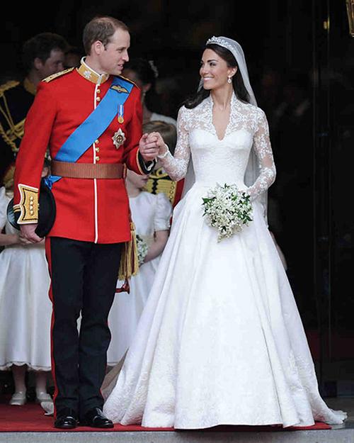 Cô dâu Kate rạng rỡ trong bộ váy cưới màu trắng năm 2011. Ảnh: Telegraph
