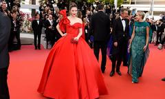 Lý Nhã Kỳ hóa nàng Lọ Lem trên thảm đỏ khai mạc LHP Cannes