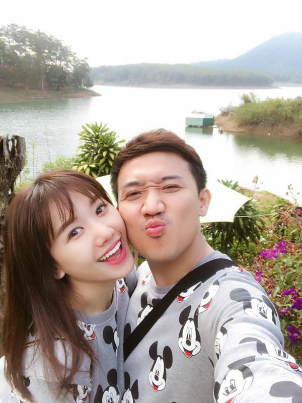 Trần Thành và Hari Won thường xuyên chia sẻ những bức ảnh tình tứ, hạnh phúc trên Facebook.
