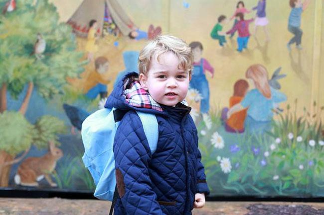Vào tháng 1/2016, Kate cũng chụp lại hình ảnh đầu tiên của con trai cả, Hoàng tử George tại trường mầm non. Cậu bé lúc đó theo học tại trường Westacre Montessori ở Norfolk.