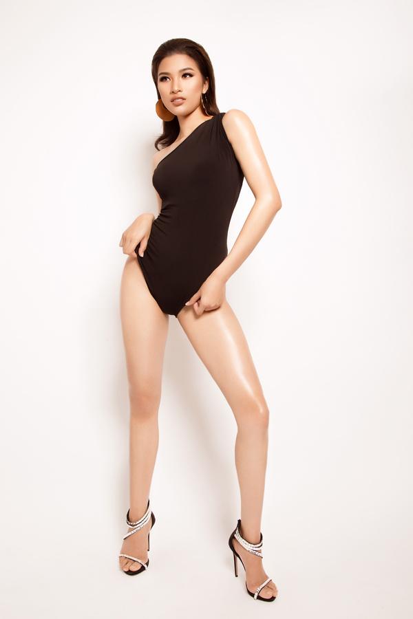 Sau khi đảm nhận vai trò host của cuộc thi Người mẫu thời trang Việt Nam 2018, Nguyễn Thị Thành khá im ắng trong làng giải trí. Người đẹp Bắc Ninh cho biết cô muốn dành nhiều thời gian cho việc học hành.