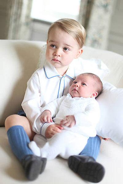 Năm 2015, Kate lần đầu chính thức chụp ảnh cho con khi Charlotte mới chào đời. Kate thực sự chụp ảnh chân dung rất giỏi, Arthur Edwards, phóng viên ảnh kỳ cựu của The Sun, người đã dành 40 năm cuộc đời để chụp ảnh các thành viên Hoàng gia Anh, nói. Cô ấy chọn khung hình chuẩn và sử dụng ánh sáng tự nhiên. Cô ấy quả thực đã chụp được những bức ảnh tuyệt vời cho con mình, Arthur nói thêm.