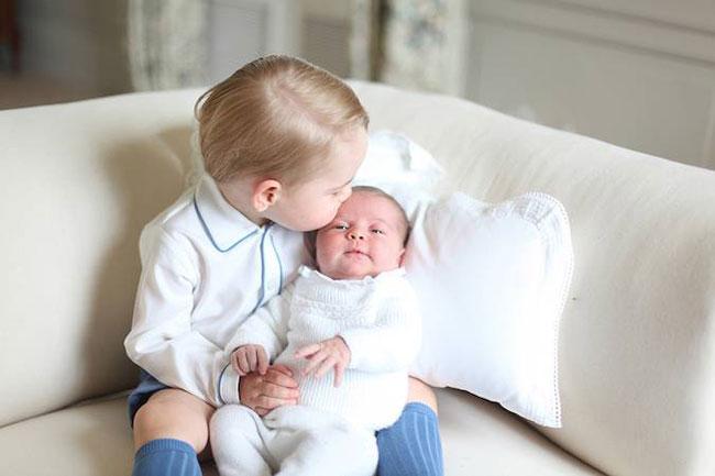 Hình ảnh ngọt ngào của hai anh em George và Charlotte là những thành quả đầu tiên được công nhận của Kate.