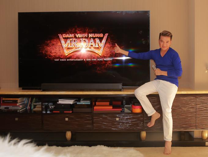 Mr Đàm ấn tượng chiếc TV QLED 2018 bởi màn hình lên tới 88 inch cùng thiết kế đẳng cấp.