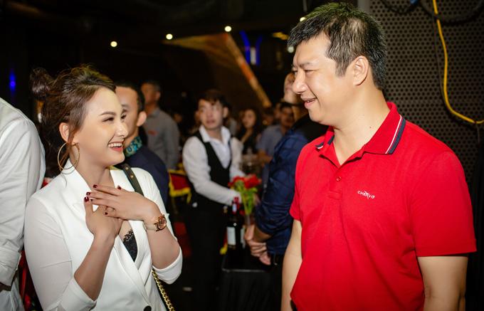 Tại buổi ra mắt phim,Bảo Thanh đã rất ngạc nhiên khi gặp bình luận viên Quang Huy, người cô rất ngưỡng mộ.