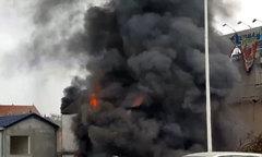 Cháy lớn kèm tiếng nổ cạnh chân cầu Vĩnh Tuy