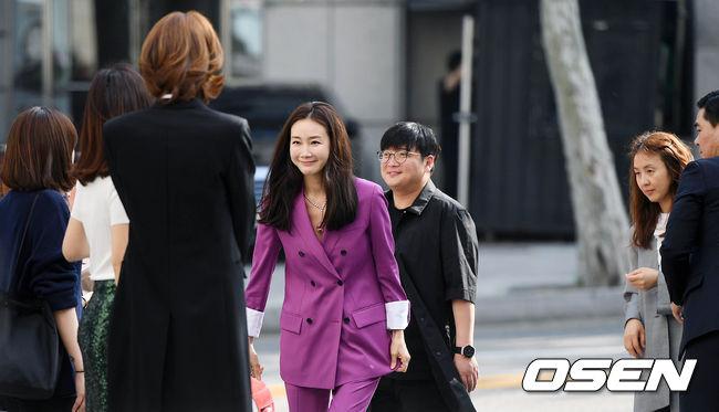 Nữ hoàng khóc Choi Ji Woo tái xuất sau đám cưới bí mật - 1