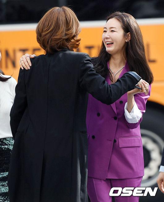 Gương mặt Choi Ji Woo ở các góc nghiêng được nhận xét là kém tự nhiên,