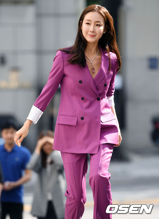 Nữ hoàng khóc Choi Ji Woo tái xuất sau đám cưới bí mật - 4