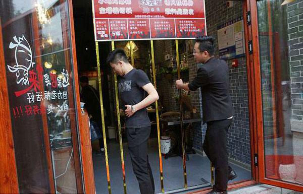 Nhà hàng khuyến mại cho khách càng gầy càng được giảm giá - 1