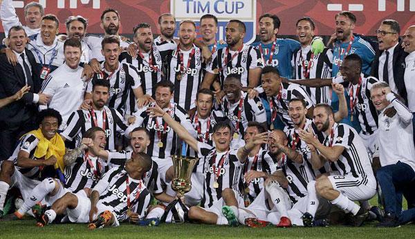 Tại Serie A, thầy trò HLV Max Allegri cũng đang dẫn đầu với 6 điểm nhiều hơn đối thủ Napoli trong khi giải trì còn hai vòng đấu nữa. Nếu vô địch, Juventus có 7 mùa giải liên tiếp thống trị Serie A.