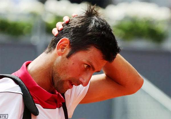 Dù được sự cổ vũ nhiệt tình của các fan, Nole bất ngờ thất bại 1-2 trước tay vợt số một của Anh.