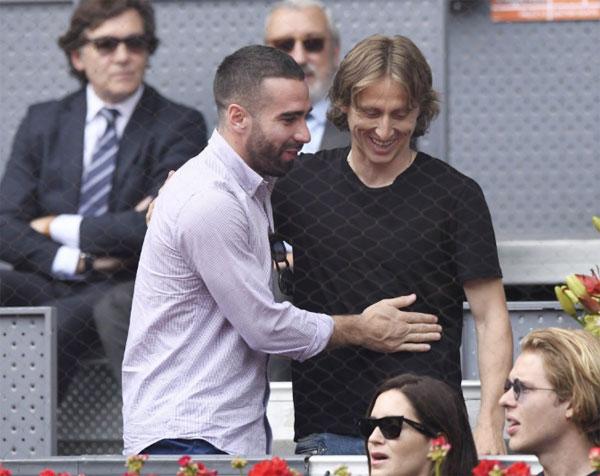 Modric và đồng đội Dani Carvajal chào hỏi thân thiết khigặp nhau tại Madrid Open