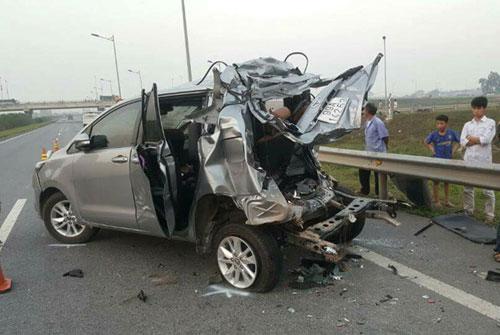 Chiếc xe Toyota Innova khi gặp tai nạn. Ảnh Otofun.