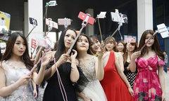 Trung Quốc mở lò đào tạo ngôi sao mạng xã hội lớn nhất nước