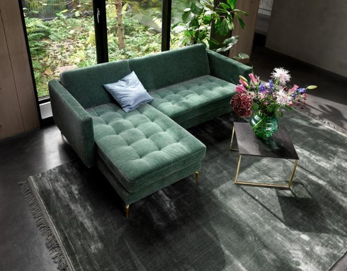 BoConcept là thương hiệu nội thất toàn cầu đến từ Đan Mạch với hơn 270 cửa hàng trên 64 quốc gia. Từ năm 2010 đến nay, thương hiệu đã có bốn cửa hàng tại Việt Nam. Trong ảnh làbộ sofa Osakavới sắc xanh mát,kiểu dáng độc đáo.