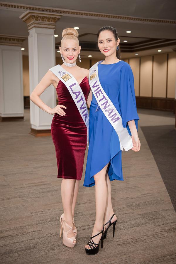 Diệu Linh - đại diện Việt Nam - mặc bộ váy xanh coban đơn giản.