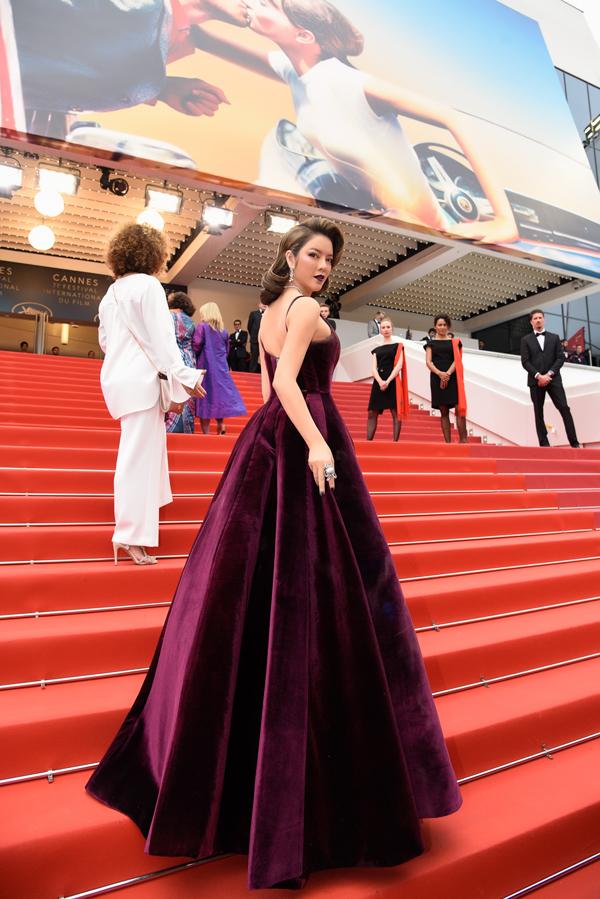 Lý Nhã Kỳ đang cùng êkípsản xuất Angel Face chuẩn bị cho buổi ra mắt phimtại Cannes vào tối 12/5.     Phim do Lý Nhã Kỳ đồng đầu tư và hợp tác sản xuất, sẽ có nhữngnghi thức trang trọng trong buổi chiếu đầu tiên.