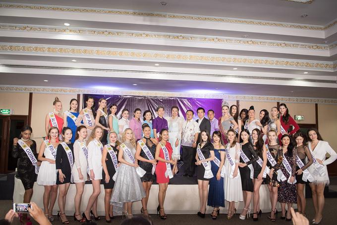Hôm nay 12/5, Diệu Linh và các thí sinh Miss Tourism Queen International 2018 sẽ có buổi quay hình,sau đó tham gia dạ tiệc gala dinner đấu giá các món quà đặc biệt để quyên tiền từ thiện.
