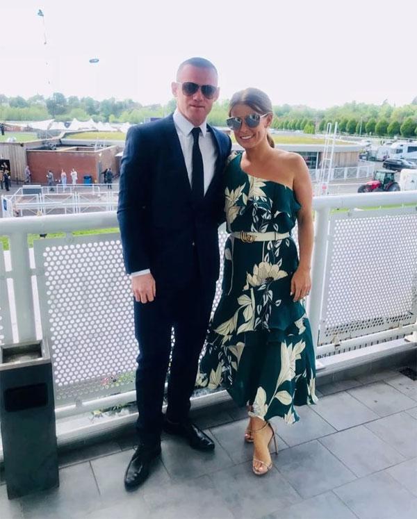 Cặp đôi ăn mặc lịch sự tham gia sự kiện ở Chester Races. Tiền đạo sinh ở Liverpool vừa đạt được thỏa thuận chuyển đến DC United.