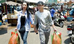 Trịnh Kim Chi, Nguyên Vũ nắm tay nhau đi chợ Mỹ Tho