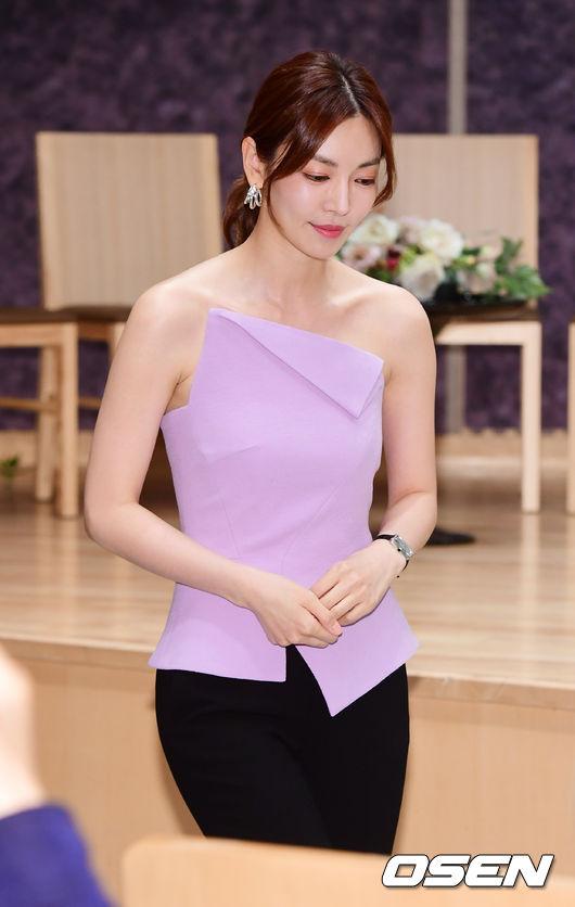 Đầu giờ chiều nay 10/5, Kim So Yeon dự buổi họp báo phim mới Secret Mother