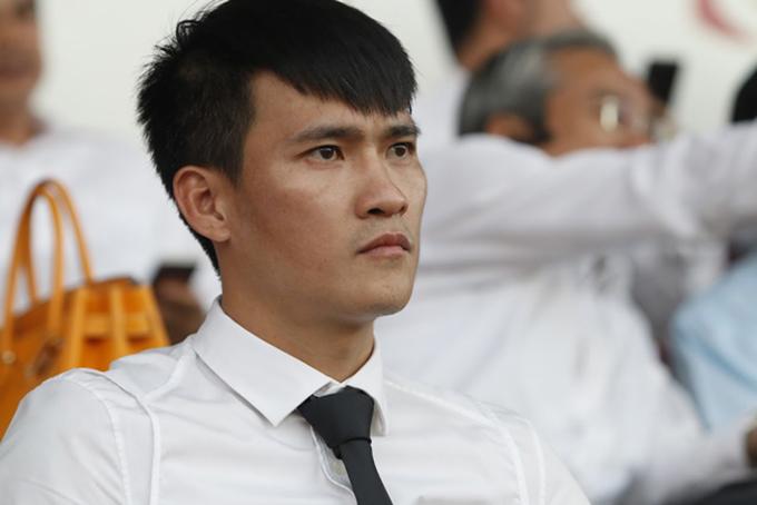 Công Vinh bất ngờ quyết định chia tay CLB TP HCM sau hơn một năm làm Quyền chủ tịch.