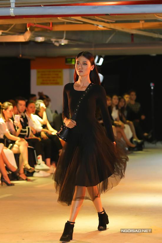 Phạm Hương cùng ê-kípđã mất 5 tháng cho khâu lên ý tưởng và bắt đầu thực hiện bộ sưu tậpnày. Từ quá trình làm việc lâu năm trong thị trường thời trang, cô đã áp dụng những kinh nghiệm đó vào việc sáng tạo các thiết kế của mình.
