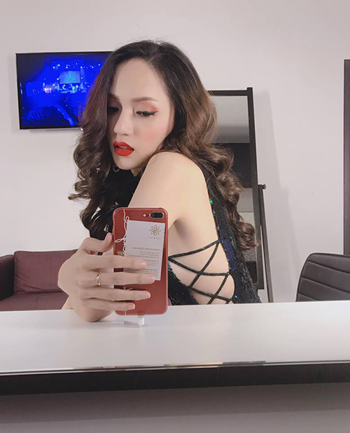 Hương Giang Idol chia sẻ: Không hở gì mà vẫn sexy là tiêu chí của Giang.