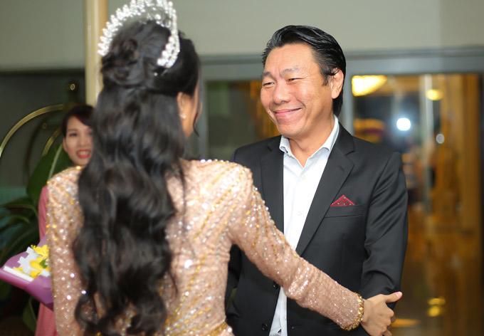 Nghệ sĩ Kiến An mừng cô em đồng nghiệp tái xuất.