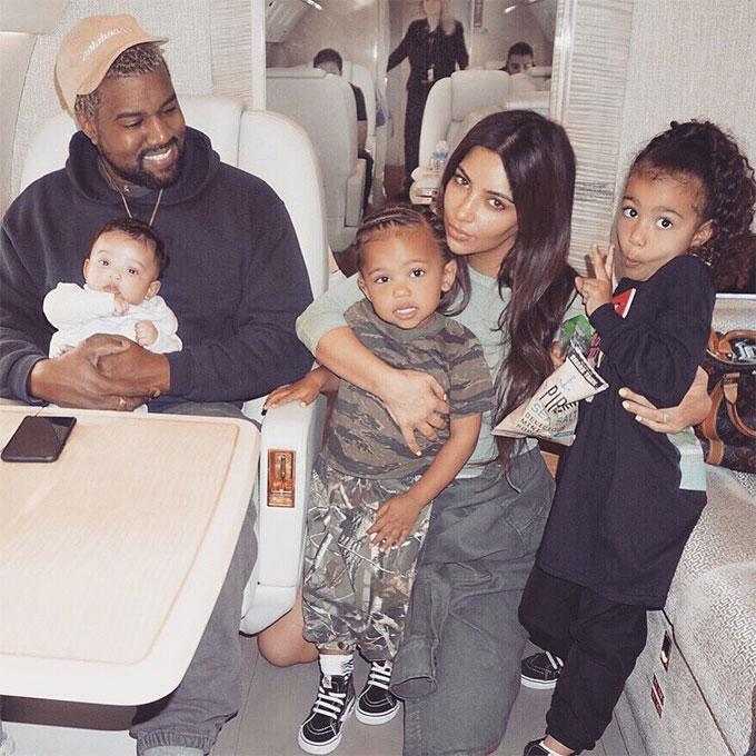Vợ chồng Kim-Kanye bên 3 nhóc tỳ.