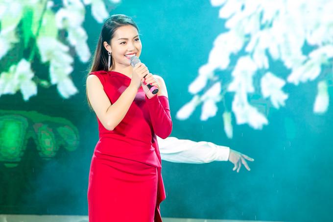 Do trời mưa nên gái một con đã không thể đi dạo trên con phố mang tên cố nhạc sĩ Trịnh Công Sơn trong ngày khai trương. Cô hy vọng, đây sẽ làđịa điểm tham quan dành cho người dân thủ đô vào dịp cuối tuần bên cạnh phố đi bộ Hồ Gươm.