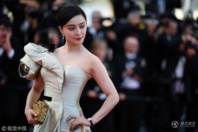 Phạm Băng Băng hóa đóa hồng nhung kiêu sa trong ngày thứ 4ở Cannes - 1