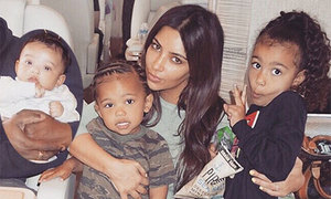 Kim Kardashian: 'Đôi khi cảm thấy bấn loạn vì 3 đứa con cùng khóc'