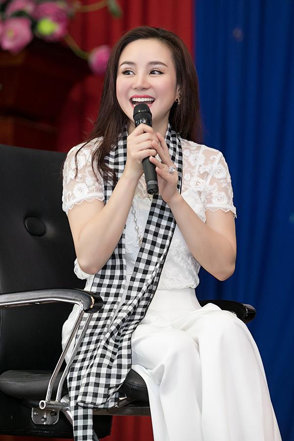 Hoa hậu Đàm Lưu Ly, Vy Oanh đi nói chuyện với sinh viên - 9